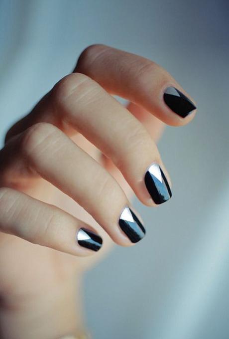 unghii negre cu accente argintii