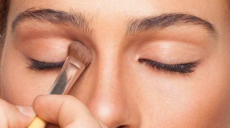 """Fardul de pleoape - cum poti """"repara"""" forma ochiului"""